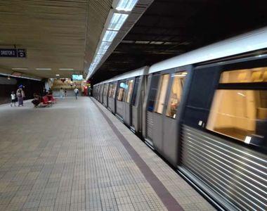 Metrorex: Un călător al unui tren a apăsat butonul de alarmă pentru a anunţa că este...