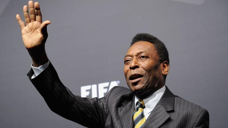 Un tricou purtat de Pelé la ultimul său meci cu Brazilia, vândut la licitaţie cu 30.000 de euro