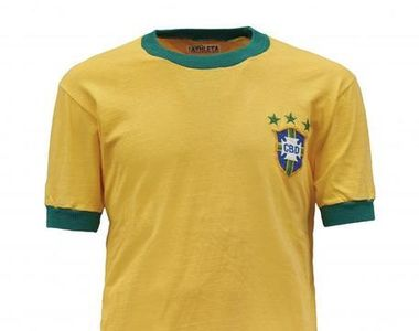 Un tricou purtat de Pelé la ultimul său meci cu Brazilia, vândut la licitaţie cu 30.000...