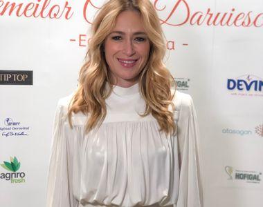 """Clara Bomboe, Director de programe Kanal D, premiata la """"Gala Femeilor care daruiesc..."""