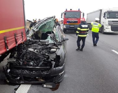 Accident rutier grav. Un bărbat a murit după ce mașina în care se afla s-a izbit de un TIR