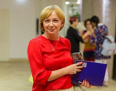 Ofiţerul de poliţie care a ameninţat-o cu moartea pe jurnalista Emilia Şercan,...