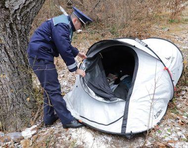 Femeia care a ales să locuiască într-un cort de la marginea pădurii din Șcheii...