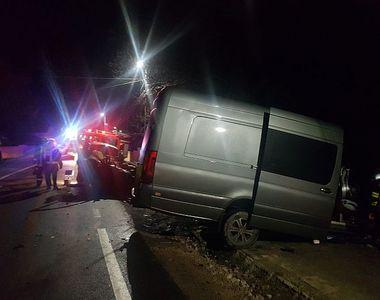 Maşină spulberată de microbuz, în Covasna. doi oameni au murit