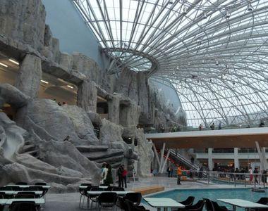 VIDEO | Incendiu la unul dintre cele mai mari mall-uri din București. 2.000 de oameni...