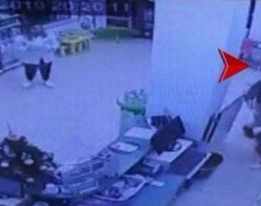 VIDEO | Jaf armat la farmacie. Două femei au trecut prin clipe de groază