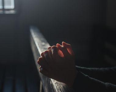 Rugăciune puternică pentru bani. Ce rugăciune e bine să spui atunci când ai probleme cu...