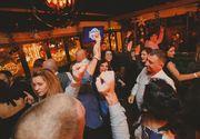 Un pub de la malul mării le propune clienţilor săi o petrecere inedită pentru noaptea de Revelion: Old me, New me!