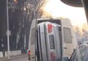 România țara tuturor posibilităților. BMW îndesat în dubă pe străzile din Suceava