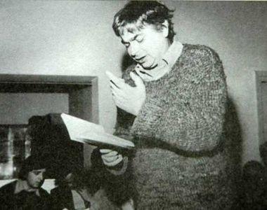 Ultimele clipe din viața marelui poet Nichita Stănescu! Nichita a murit la 50 de ani,...
