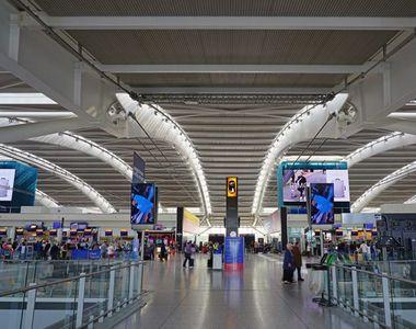 Trei persoane au fost reținute pe aeroport după ce au fost prinse cu droguri în valoare...