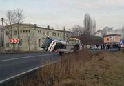 Accident între un autocar şi un microbuz, pe DN 13B; şase persoane au fost rănite