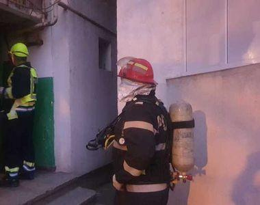 Locatarii unui bloc din Galați, evacuaţi din cauza unui miros înţepător