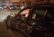 Accident de proporții provocat de un tânăr de 18 ani. A pierdut controlul volanului și a lovit alte trei mașini