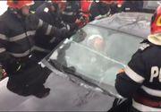 Accident teribil în Hunedoara: zeci de pompieri au intervenit să salveze trei fetițe rămase încarcerate într-o mașină (VIDEO)