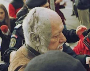 VIDEO | Gelu Voican Voiculescu, atacat în Piața Universității, în ziua comemorării...