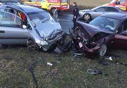 Sibiu: Două maşini s-au ciocnit pe DN 7, după ce un şofer cu experienţă de doar un an a intrat într-o depăşire neregulamentară; zece persoane au fost rănite - FOTO/ VIDEO