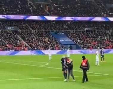 Un copil a intrat pe teren în timpul meciului PSG - Amiens pentru a obţine un autograf...