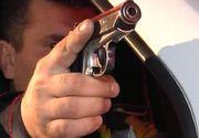 Un hoț a fost împușcat de un polițist după ce a fost prins în flagrant în timp ce încerca să fure dintr-un cabinet medical