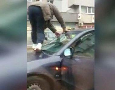 VIDEO   Ce a făcut un șofer pentru a scăpa de inundații