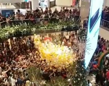 VIDEO | Zeci de oameni s-au călcat în picioare pentru tichetele cadou de Crăciun