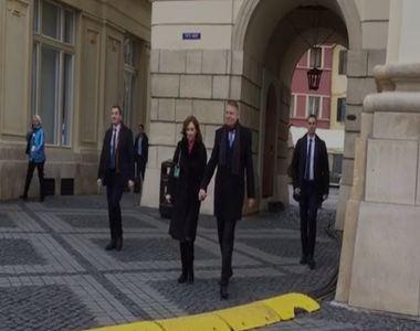 VIDEO | Klaus Iohannis şi soţia sa, la slujba de Crăciun, la Sibiu: Vă doresc tuturor...