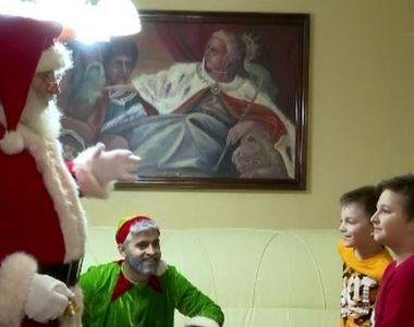 VIDEO | Moș Crăciun a venit încărcat cu daruri