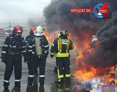 VIDEO | Incendiu puternic la un depozit de PET-uri din localitatea Afumaţi - UPDATE