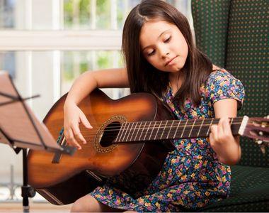 Top 5 instrumente muzicale potrivite copilului tau