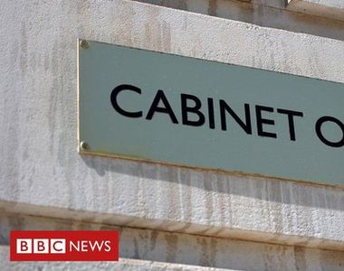Gafă a guvernului britanic: A postat online adresele tuturor personalităţilor de pe...