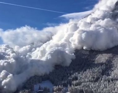 Risc foarte mare de avalanşă în Munţii Făgăraş. Salvamontiştii recomandă turiştilor să...