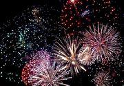 Anul Nou în mai multe zone ale lumii: Bătăi în stradă, spargerea farfuriilor, arderea unor păpuşi, dormitul în cimitire