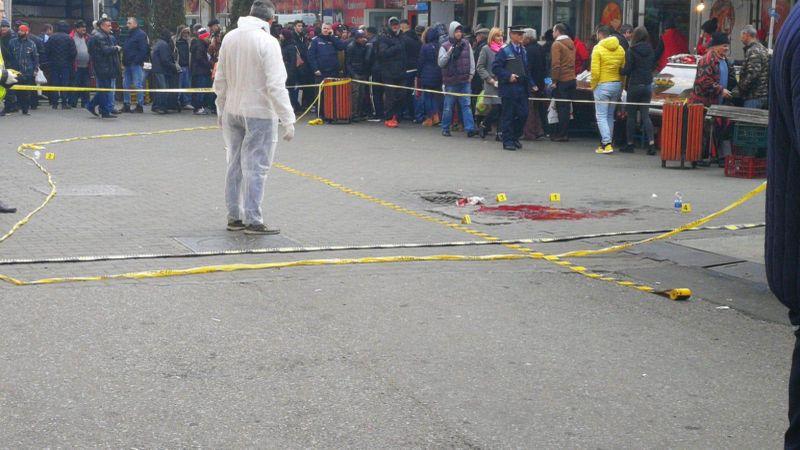 Cine este bărbatul înjunghiat, în ziua de Revelion, în Piața Centrală din Târgu-Jiu! A fost atacat pe la spate de un alt individ