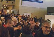 VIDEO | Haos în aeroport! Cozi uriașe la benzile de bagaje