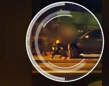 VIDEO | Momentul șocant în care taximetristul își snopește în bătaie clientul:...