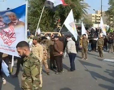 """Mii de irakieni au strigat """"Moarte Americii!"""" la funeraliile generalului..."""