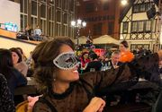 Fosta noră a Vioricăi Dăncilă și-a pus mască la petrecerea de Revelion! Elena s-a distrat la o berărie din Capitală