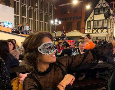 Fosta noră a Vioricăi Dăncilă și-a pus mască la petrecerea de Revelion! Elena s-a...