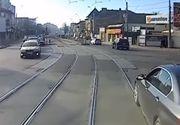 Șicane în trafic între un șofer cu BMW și un tramvai. Imagini incredibile