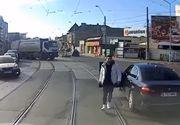 Șoferul care nu a lăsat liberă calea tramvaiului, sancționat drastic. A rămas fără permis și are de plătit o amendă uriașă