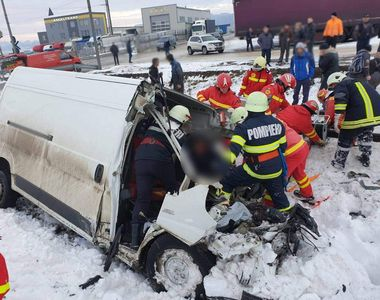 Accident teribil în Suceava: o persoană a murit pe loc după ce o dubă a fost spulberată...