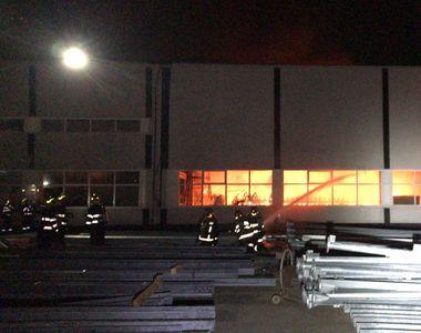 VIDEO | Ce a provocat incendiul de aseară. A fost alertă de explozie în București