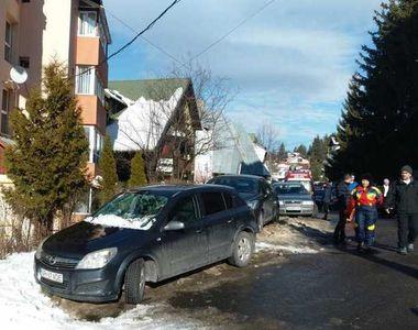 Braşov: Femeie rănită după ce a căzut zăpada de pe un bloc din Predeal, în urma...