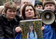 VIDEO | Rudele Alexandrei Măceșanu și Luizei Melencu, cele două tinere dispărute în Caracal, au organizat un marș în semn de protest în Capitală