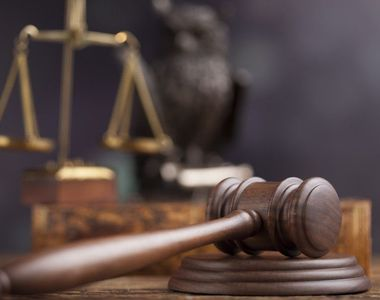 Brăila: 19 poliţişti, condamnaţi la închisoare cu suspendare pentru luare de mită