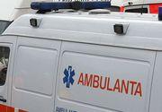 O ambulanţă s-a răsturnat pe DN 56 C, din cauza poleiului