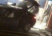 Patru persoane au încercat să fure un bancomat, legându-l cu o chingă de un autoturism pentru a-l smulge