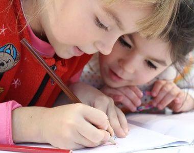 Structura anului școlar 2020-2021. Elevii nu sunt de acord cu schimbările propuse de...