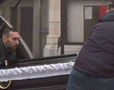 VIDEO   Cristina Țopescu, depusă la capela cimitirului Bellu. Ceremonia de incinerare,...