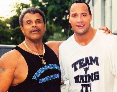 """Actorul Dwayne """"The Rock"""" Johnson, în doliu. Tatăl său, un cunoscut luptător de..."""